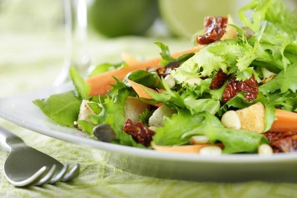 A primeira recomendação é fazer uma dieta balanceada. (Foto Ilustrativa)