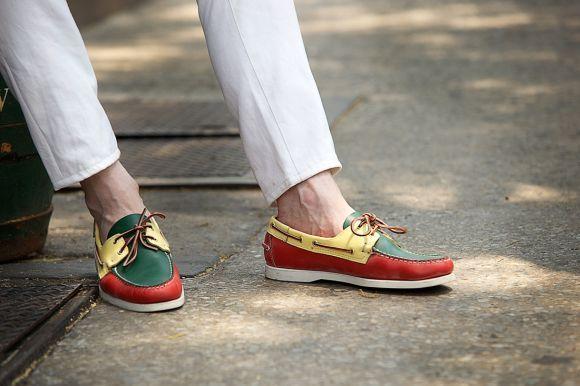 Os sapatos coloridos já são bastante utilizados pelos homens (Foto Ilustrativa)