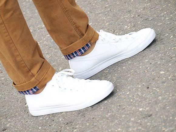 Os tradicionais tênis brancos continuam em alta (Foto Ilustrativa)