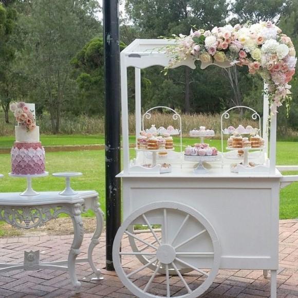 O carrinho de doces é uma tendência que veio para ficar. (Foto: Reprodução/Noivinha de Luxo)