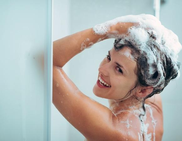 Deixe os cabelos mais bonitos usando óleo de rícino. (Foto Ilustrativa)
