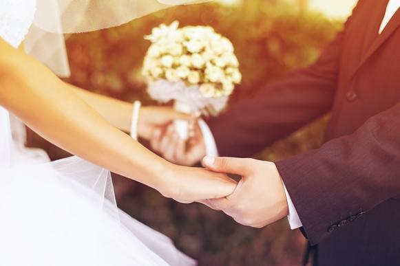 Muito cuidado para não pagar mico no casamento. (Foto: Divulgação)
