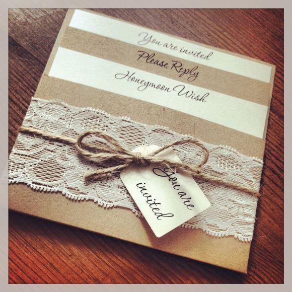 Detalhes rendados no convite de casamento. (Foto: Reprodução/21stbridal)