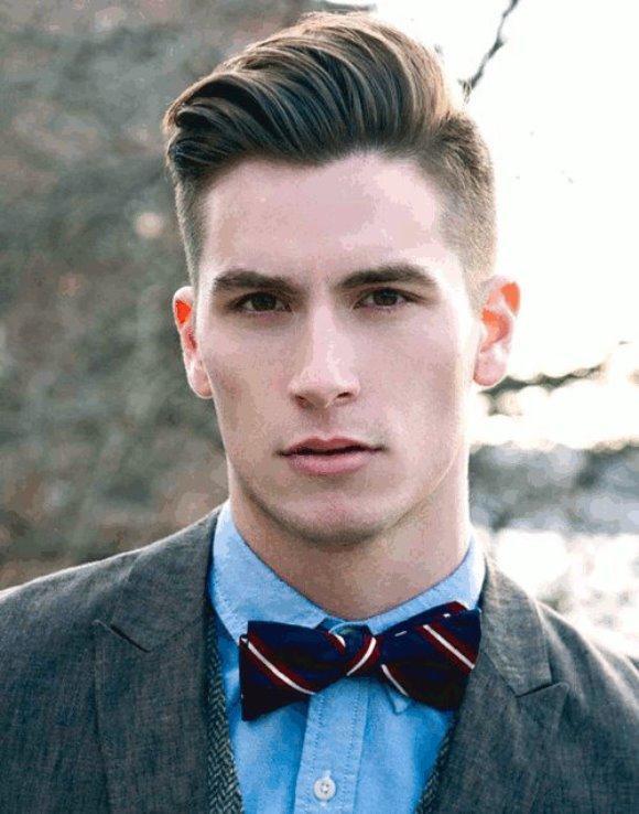 Os cortes masculinos que estão na moda possuem as laterais raspadas. (Foto Reprodução/Mens-hairstylists)