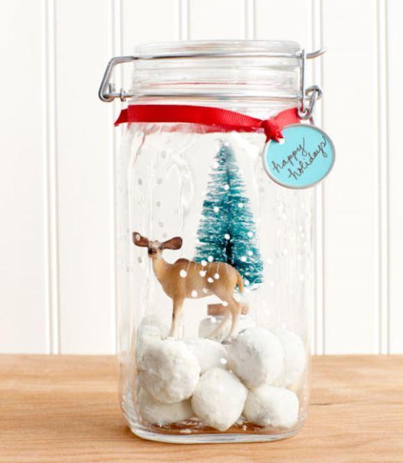Mini cenário de natal no pote de vidro. (Foto: Reprodução/Countryliving)