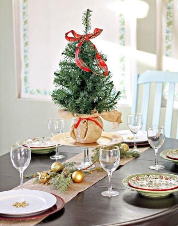 Centro de mesa natalino. (Foto: Reprodução/Goodhousekeeping)