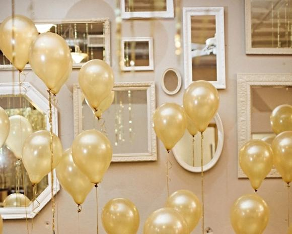 Balões dourados. (Foto: Reprodução/Carlaaston)