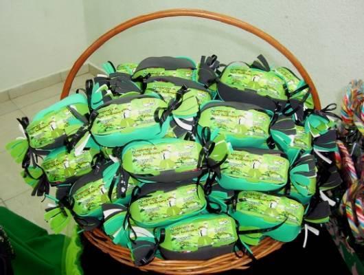 Os docinhos da festa podem ser nas cores da decoração (Foto: Divulgação)