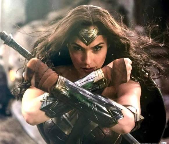 Gal Gadot dá vida a heroína nos cinemas. (Foto: Reprodução/Warner Bros)