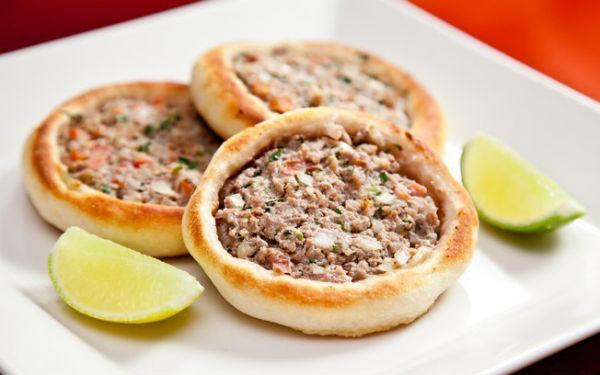 As esfihas do Habib's são uma delícia, é o prato principal da casa (Foto: Reprodução)