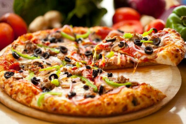 Escolha entre as deliciosas opções de pizza Habib's (Foto: Reprodução)