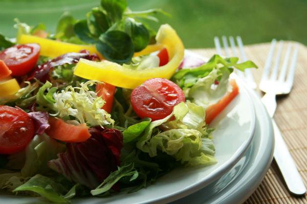 Três opções de saladas deliciosas (Foto: Reprodução)