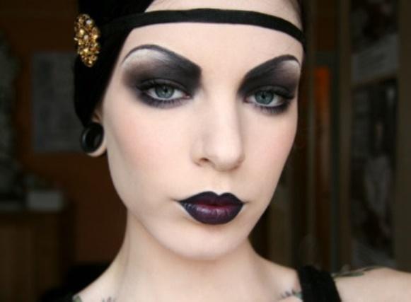 A maquiagem gótica é charmosa e misteriosa. (Foto: Reprodução/Fashiondesignlist)