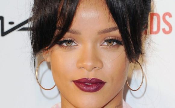 Maquiagem de Rihanna. (Foto: Reprodução/doidasesantas)