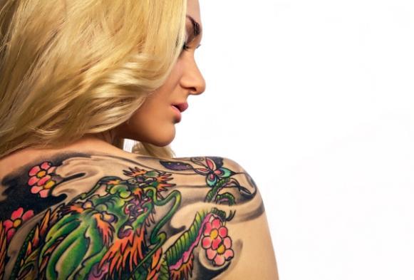 Esconda a tatuagem com a ajuda da maquiagem. (Foto Ilustrativa)