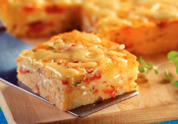 O recheio leva mussarela e tomate. (Foto: Reprodução/M de Mulher)