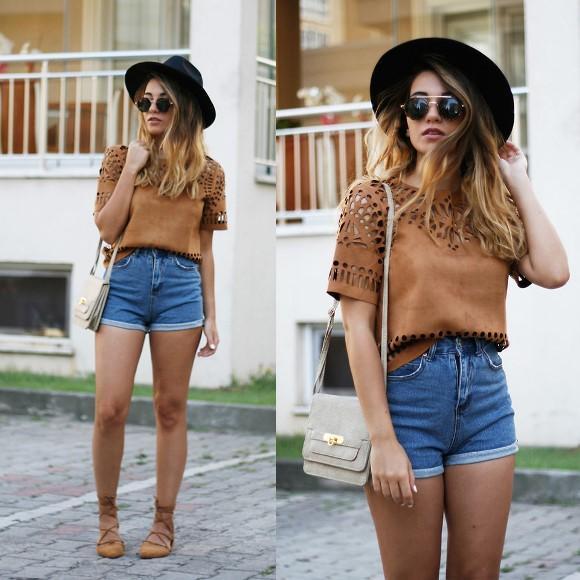 Look com short jeans. (Foto: Reprodução/Lookbook.nu)
