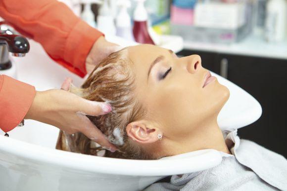 Hidratar os cabelos semanalmente é fundamental (Foto Ilustrativa)