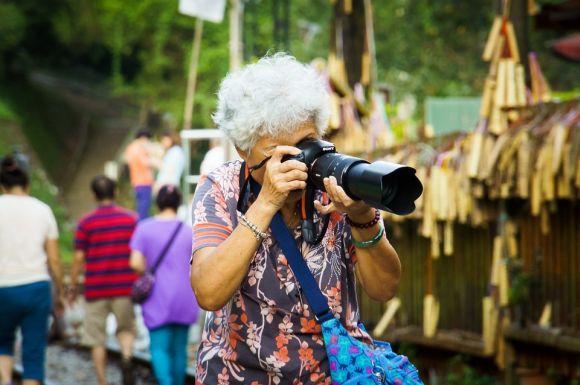 Podem participar dos cursos todas as pessoas com idade igual ou superior a 60 anos (Foto Ilustrativa)