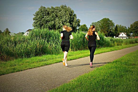 A caminhada é uma das melhores opções para quem não frequenta academias (Foto Ilustrativa)