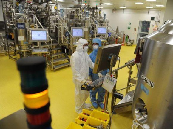 Produção da vacina (Foto: Divulgação Sanofi)