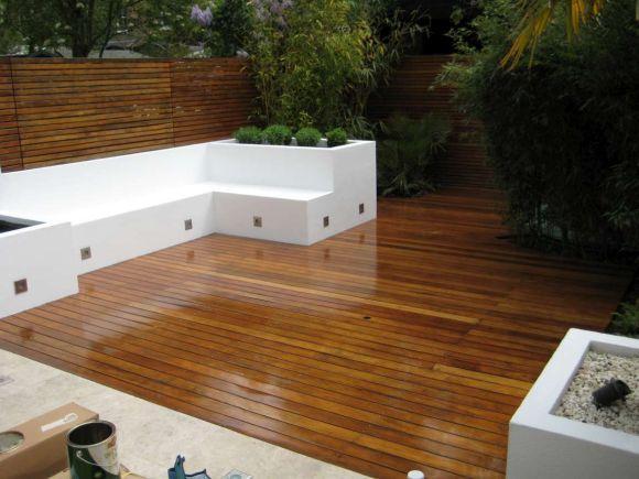 Os decks de madeira deixam os jardins ainda mais bonitos (Foto Ilustrativa)