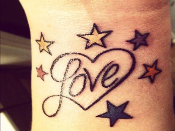 As tatuagens de pulso fazem muito sucesso entre as mulheres (Foto Ilustrativa)