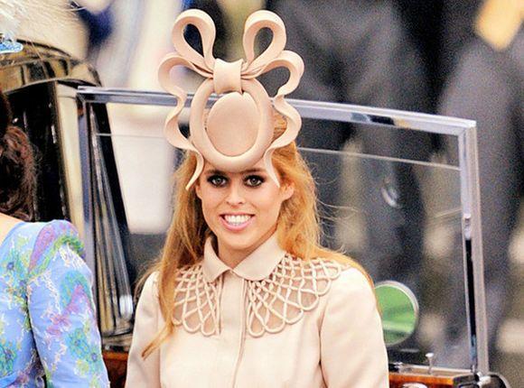 O chapéu fascinator da Princesa Beatrice foi um pouco exagerado, não? (Foto Ilustrativa)