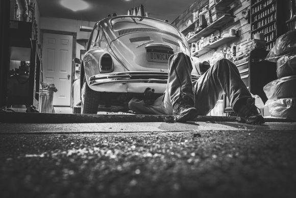 O curso de mecânico de automóveis é uma das opções (Foto Ilustrativa)