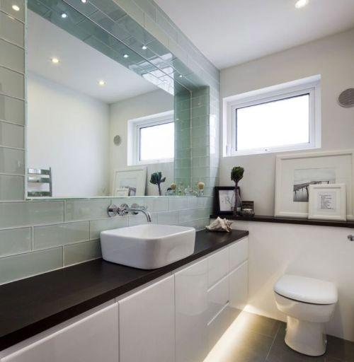 Usar espelhos no banheiro também é uma forte tendência (Foto Ilustrativa)