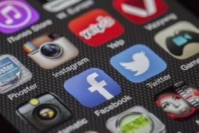 Facebook lança aplicativo apenas para estudantes