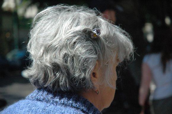 Maquiagem para os cabelos brancos chega ao mercado