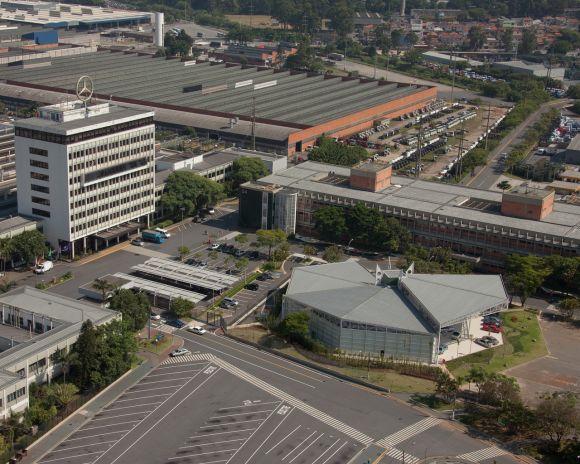 As vagas estão distribuídas entre as fábricas e escritórios da montadora em várias cidades (Foto: Divulgação Mercedes)