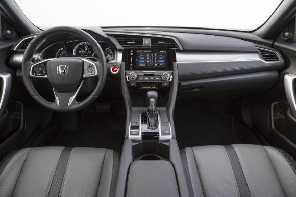 O Civic Hatchback 2017 conta com muita tecnologia embarcada (Foto: Divulgação Honda)
