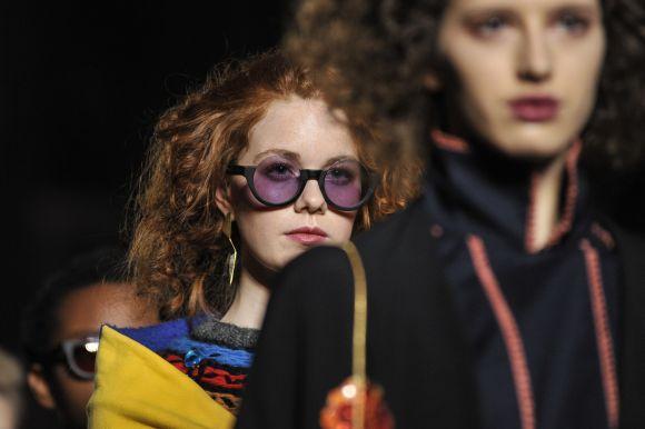 Muitas novidades em óculos 2017 já apareceram nos principais desfiles de moda (Foto Ilustrativa)