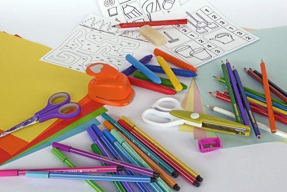 Livros de colorir, kits de pintura e outros itens que estimulam a criatividade também são excelentes opções (Foto Ilustrativa)