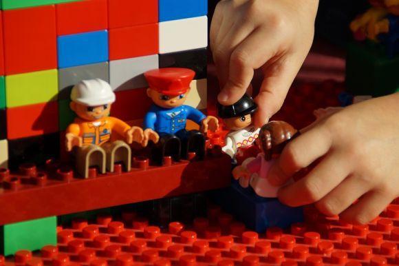 As peças de montar ajudam a desenvolver a criatividade e a imaginação (Foto Ilustrativa)