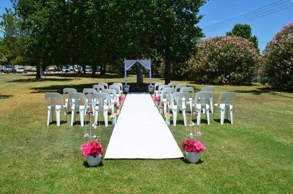 Decoração simples para casamento ao ar livre (Foto Ilustrativa)