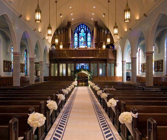 A decoração da igreja não precisa ser exagerada (Foto Ilustrativa)
