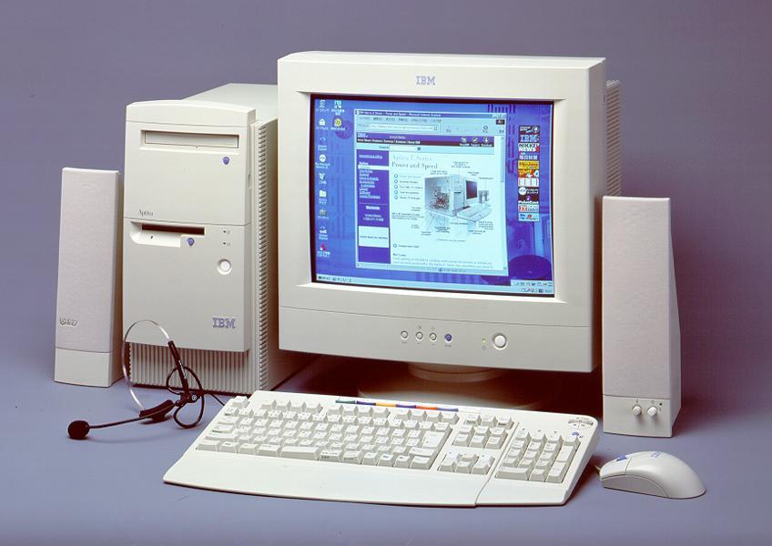 Um computador dos anos 90 é bem diferente do que conhecemos nos dias de hoje (Foto: Divulgação)