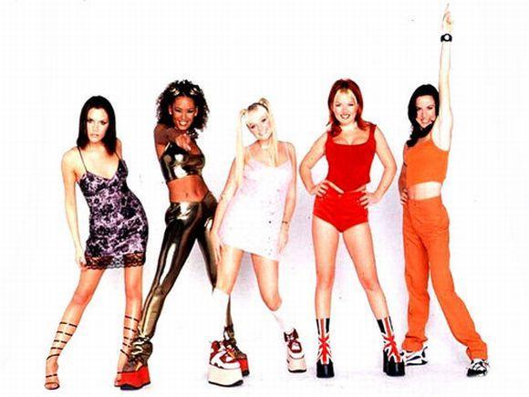 Os tênis plataforma das Spice Girls fizeram sucesso (Foto: Reprodução)
