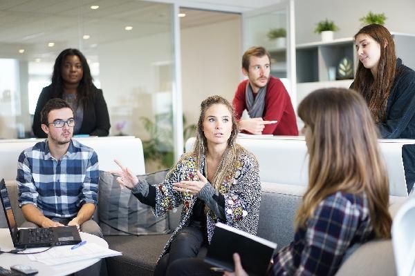 Cartas para comunicar demissão do empregador ou empregado (Foto: Divulgação)