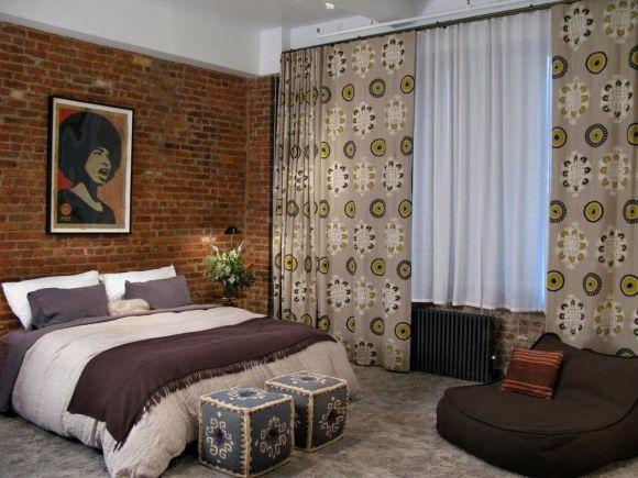 Possui uma parede de tijolos aparentes em casa? Integre-a à decoração (Foto Ilustrativa)
