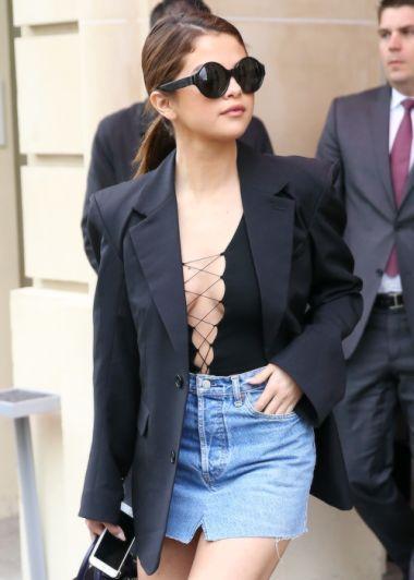 Selena Gomez foi uma das celebridades que aderiu ao maiô para usar no dia a dia (Foto: Reprodução Instagram)