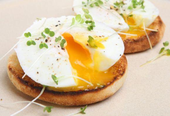 O ovo pochê também possui sua versão menos calórica (Foto Ilustrativa)