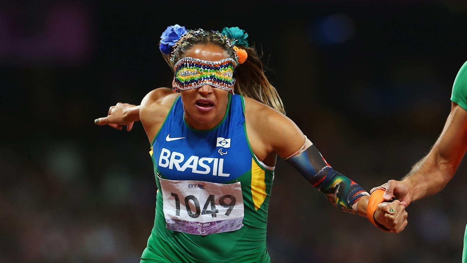 A atleta do Brasil das pistas de corrida mais famosa dessas Palimpíadas, Terezinha Guilhermina, conquistou o mundo com todo o seu estilo, com vendas obrigatórias na sua categoria, mas que ela deu um jeito de deixar com muito estilo (Foto: Divulgação)