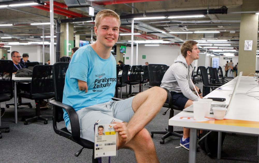 David Hock, jornalista alemão, dá uma grande exemplo e vem a trabalho nas Paralimpíadas com sua história de superação, usando somente os pés para ter mobilidade e conseguir se virar sozinho (Foto: Rio 2016/Júlio Stotz)