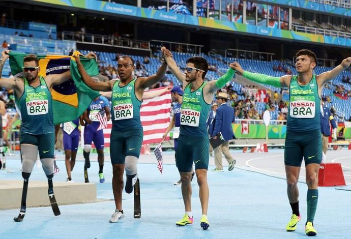Equipe de revezamento 4 por 100 metros do atletismo brasileiro (Foto: Divulgação)