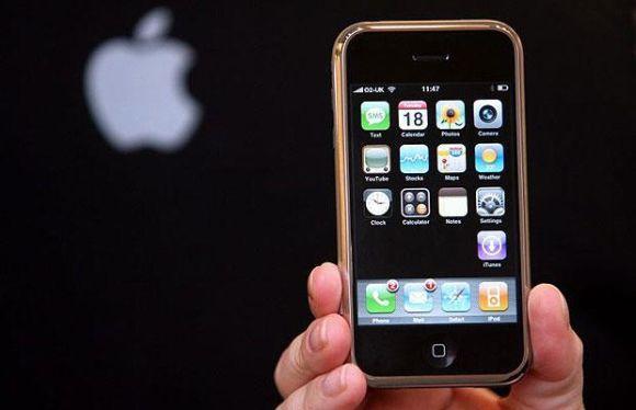 O iPhone lançado em 2007 revolucionou o mundo (Foto: Reprodução)