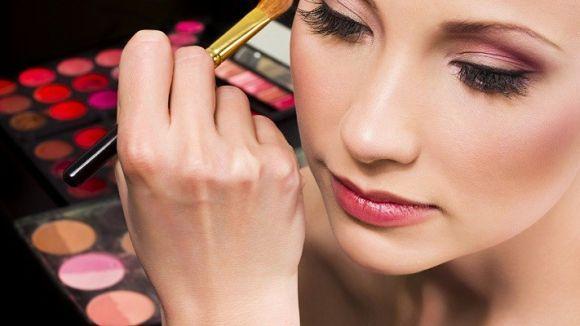 De maneira geral, uma maquiagem mais leve é a ideal para o baile de formatura (Foto Ilustrativa)